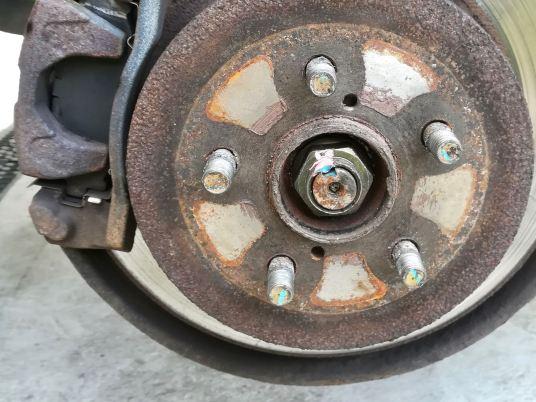 Axle shaft nut